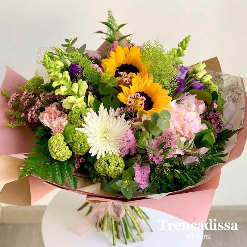 Ramos de flors naturales con girasoles