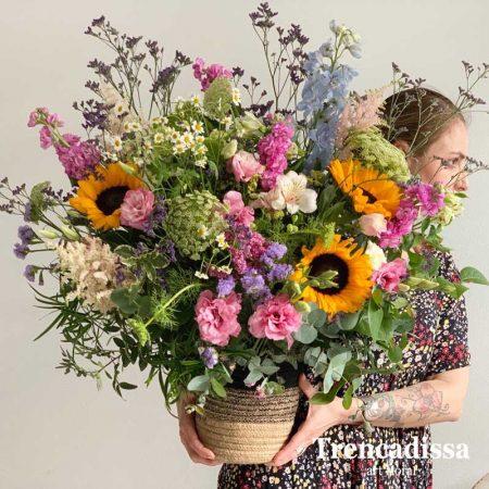 Ramo de flores con girasoles y flor variada