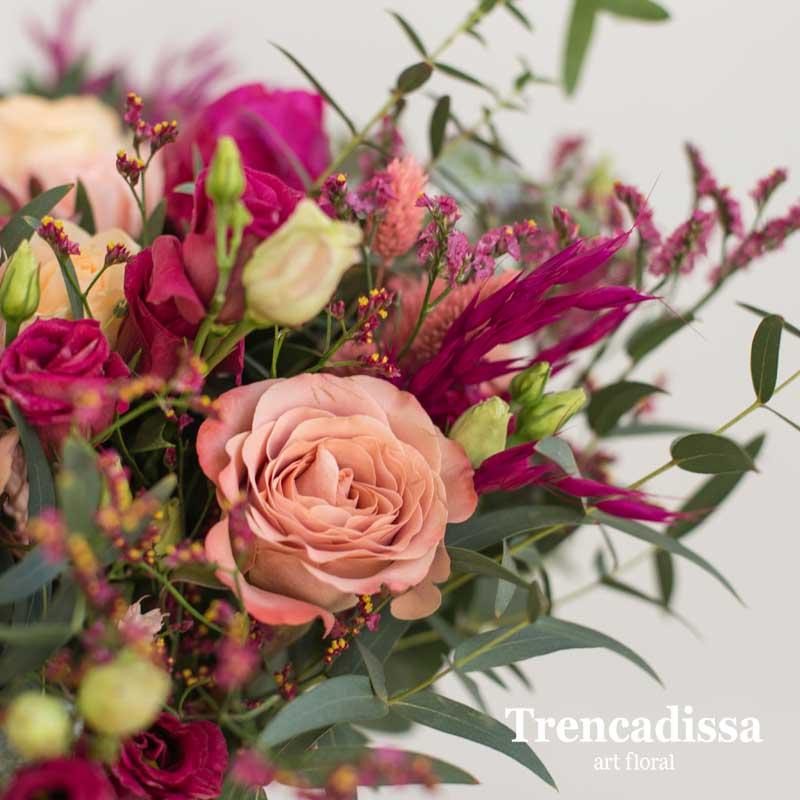 Ramo natural con rosas, gerberas, peonías, lisianthus, limonium confetti, amimajus, avena seca, phalaris seco y verdes varios, venta online
