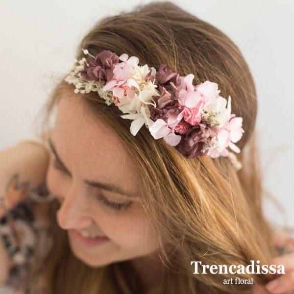 Tocado floral en rosas, burdeos y blancos