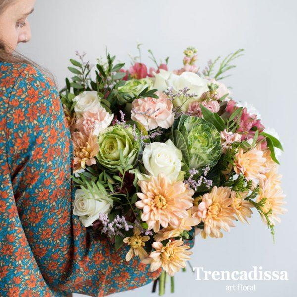 Ramo de flores naturales con crisantemos y rosas, venta online