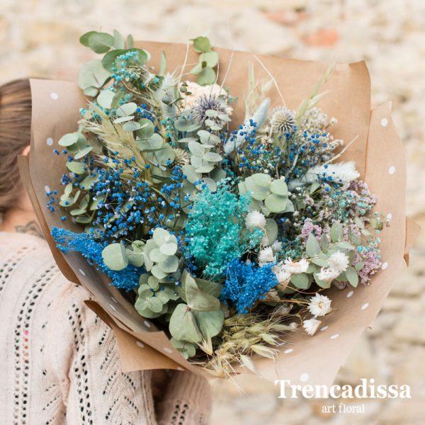 Ramo de flores secas en tonos azules