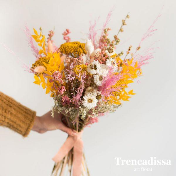 Ramo con flor seca y preservada con ruscus preservado amarilllo, achillea amarilla, phalaris blanco