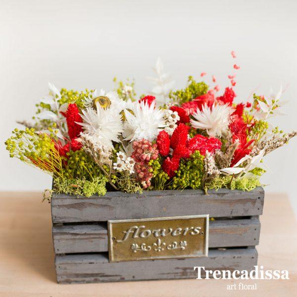 Caja de madera de estilo vintage con flor seca y preswervada