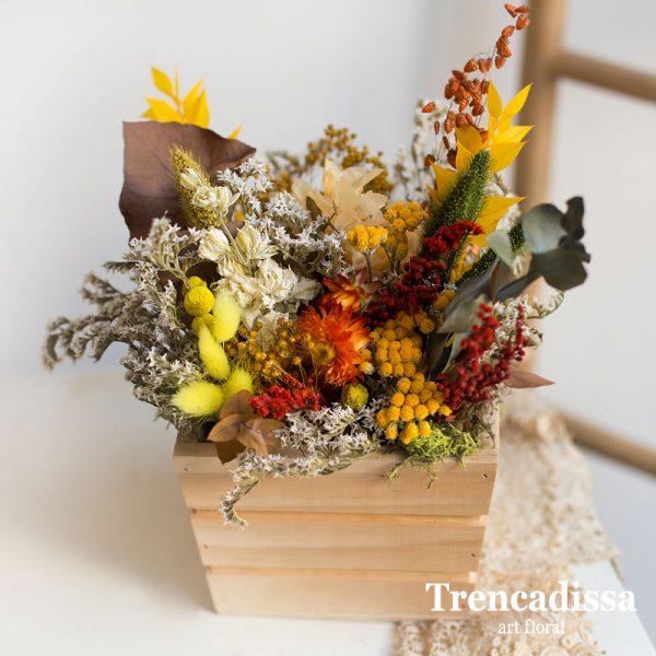 Caja de madera cuadrada con flores secas y preservadas venta online