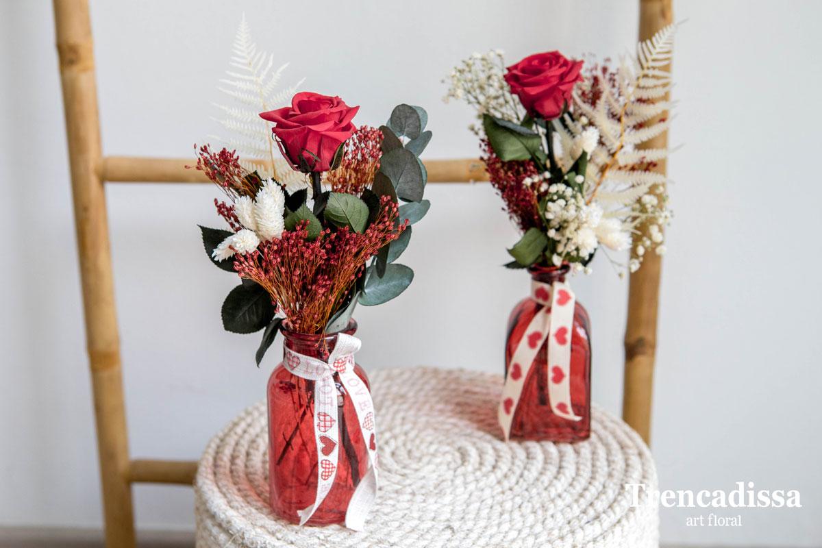 Rosa preservada con eucalipto preservado y flor seca