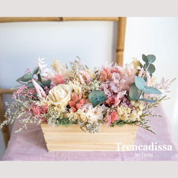 Caja de madera con flor seca y preservada en tonos pastel