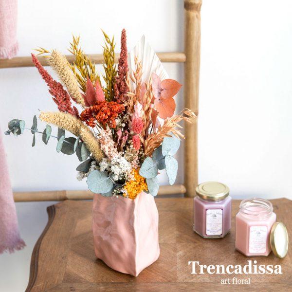 Centro cerámico con flor seca y preservada
