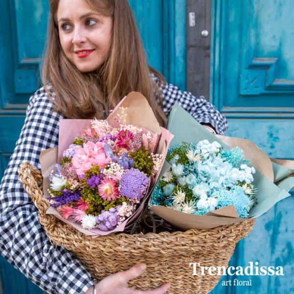Ramos con flor seca y preservada azul y lila