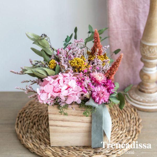 Caja con flor seca y preservada con hortensia rosa