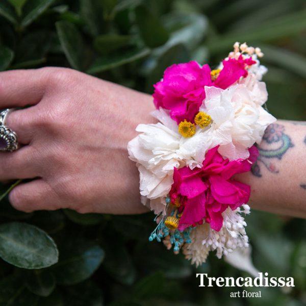 Pulsera floral preservada en tonos blanco y rosa