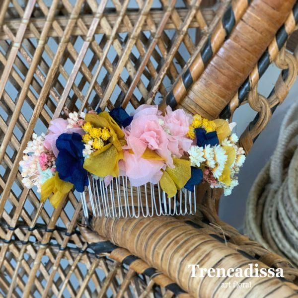 Peineta floral preservada en tonos rosa, amarillo y azul