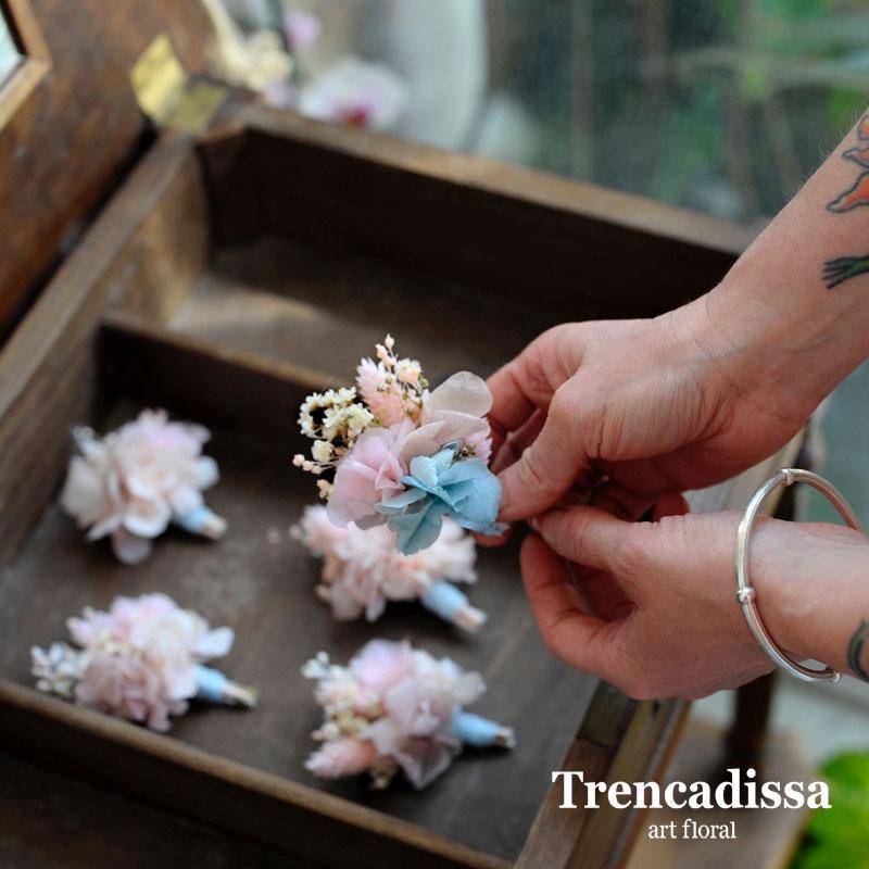 Prendidos para boda personalizados acorde con el ramo de novia