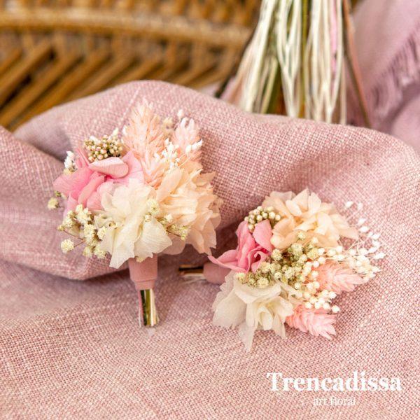 Prendidos para boda en tonos rosa, beig y blanco