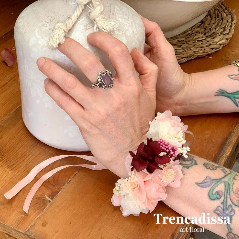 Brazalete floral preservado con hortensia para bodas