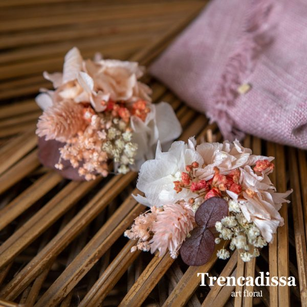 Prendidos para bodas en tonos peach