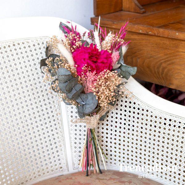 Ramo decorativo con flor seca y preservada en tonos rosa