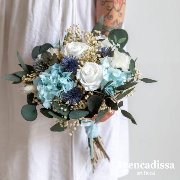 Bouquets de novia con flor preservada en tonos azules