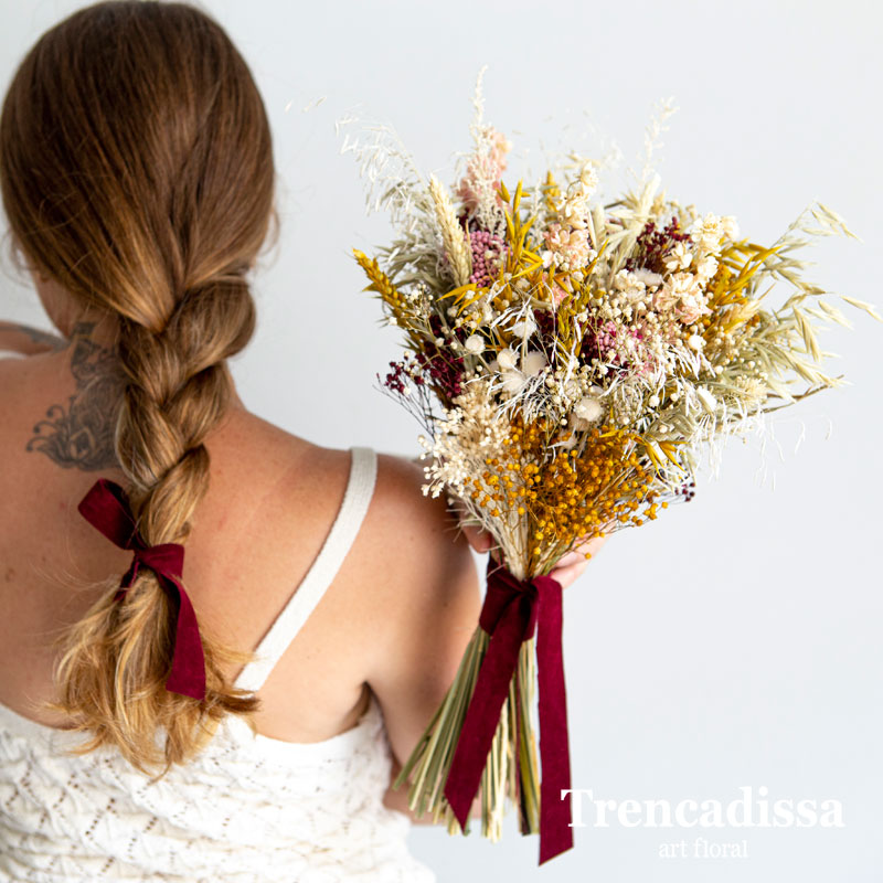 Ramo de novia silvestre con flores secas